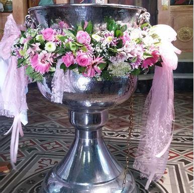 Στολισμός καλυμπήθρας σε ροζ αποχρώσεις